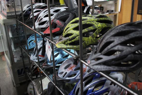 TOMO店舗 ヘルメット